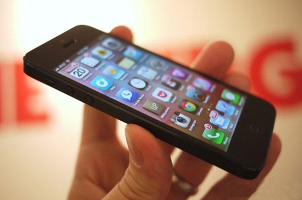 Nguyên nhân màn hình iPhone 5 bị hở sáng và cách khắc phục